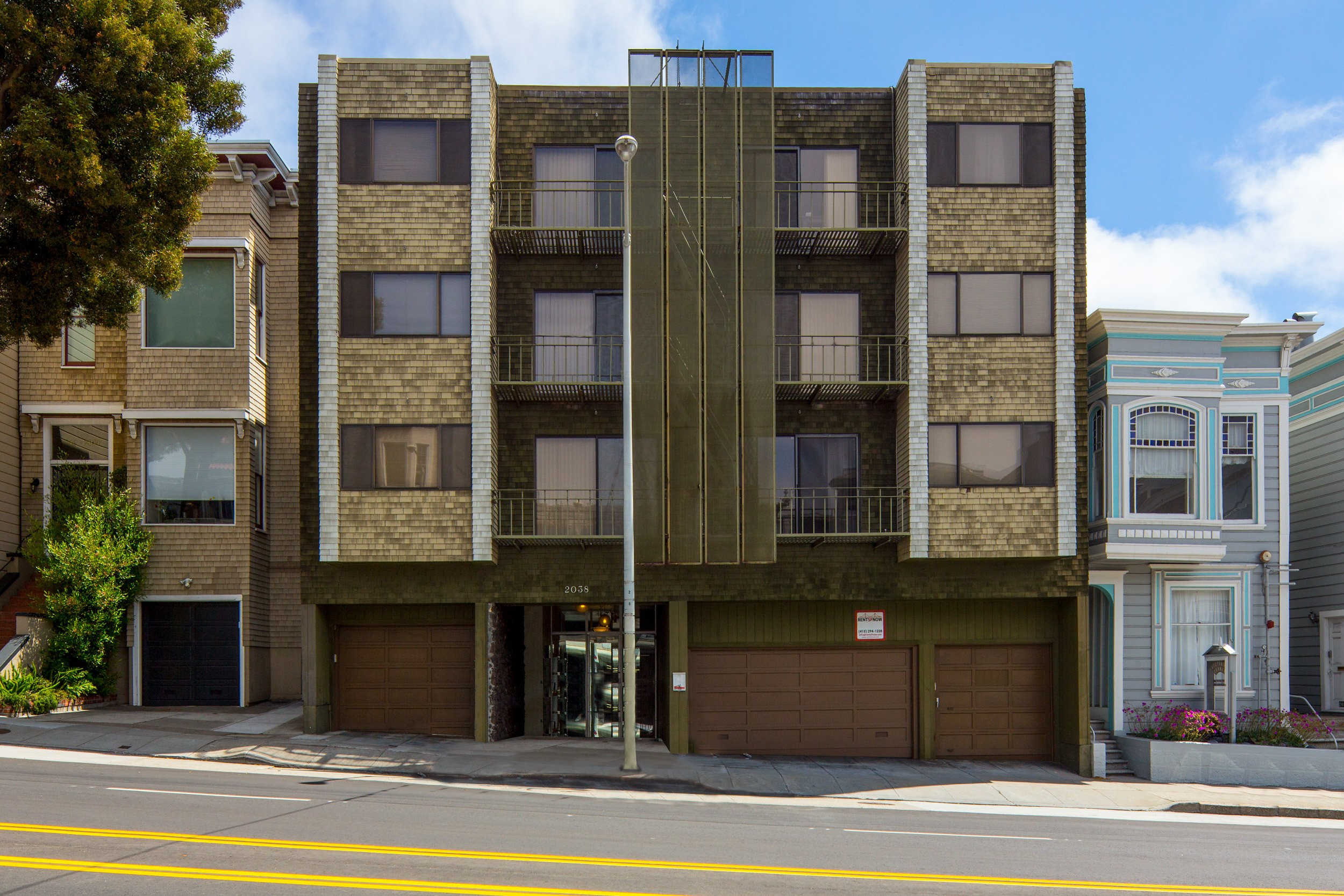 2038 DIVISADERO Apartments