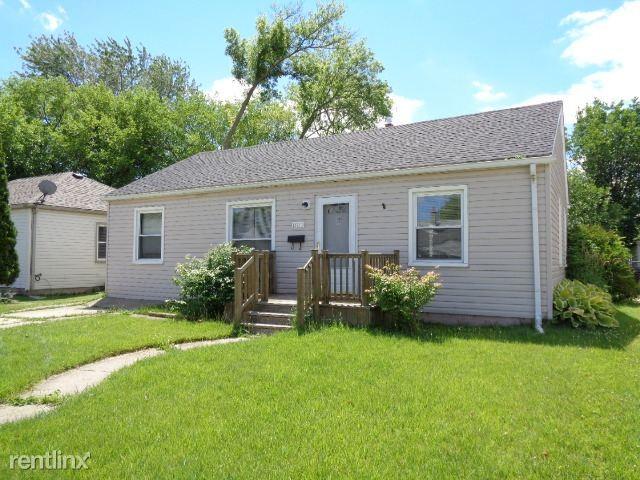 25711 Leach St Roseville Mi 48066 3 Bedroom Apartment For Rent Padmapper