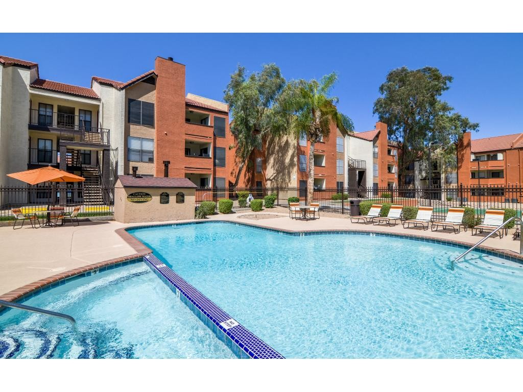 Motif Apartment Homes  W Cactus Rd Phoenix Az