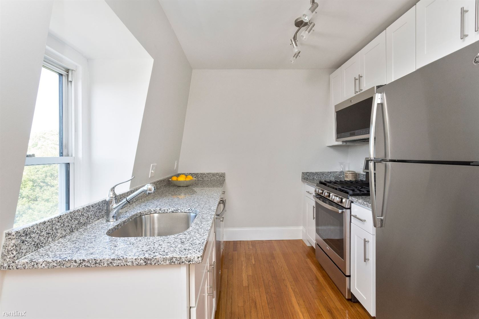 29 51 Columbus Ave 3 Somerville Ma 02143 3 Bedroom Apartment For Rent Padmapper