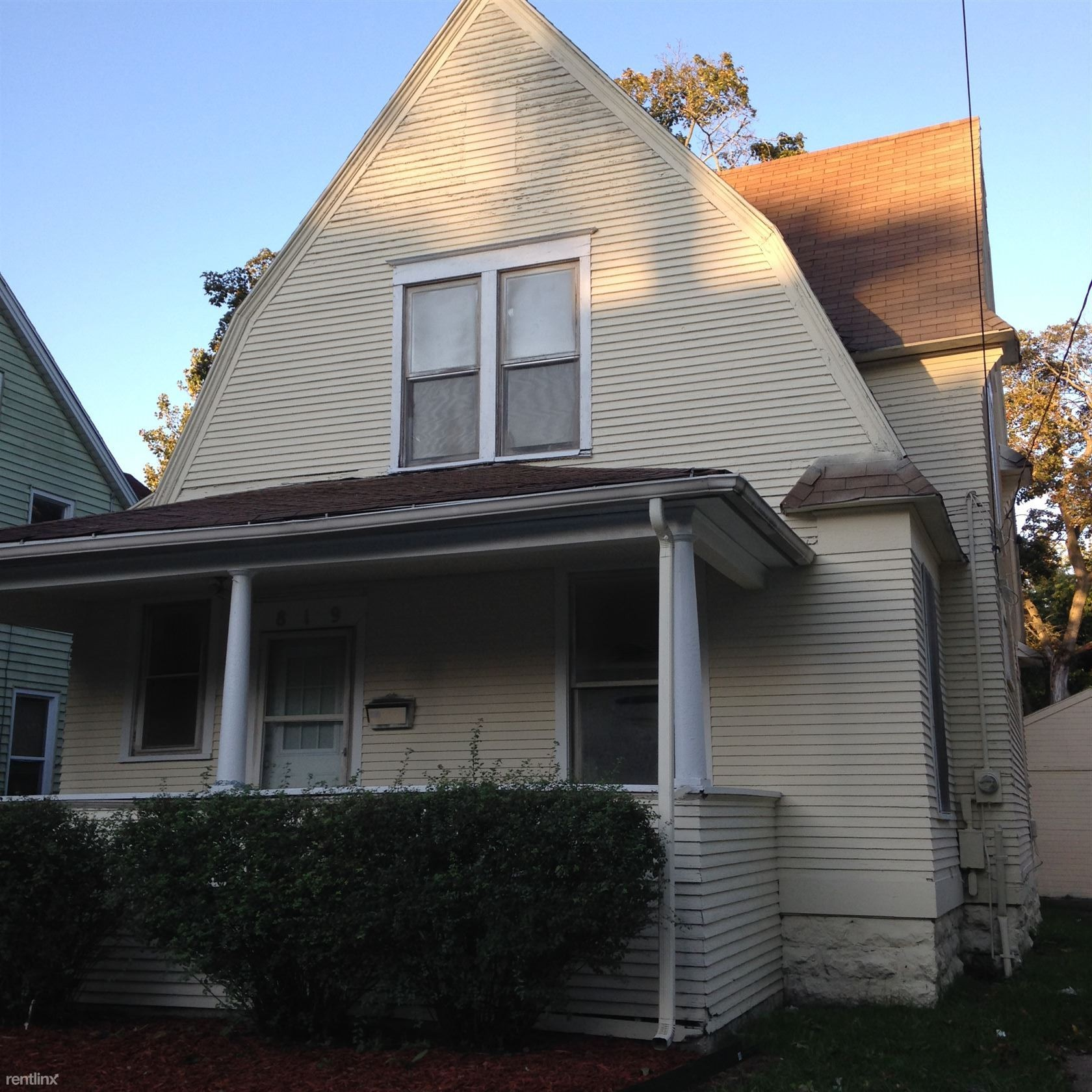 819 Kalamazoo Ave Se Grand Rapids Mi 49507 3 Bedroom House For Rent For 925 Month Zumper