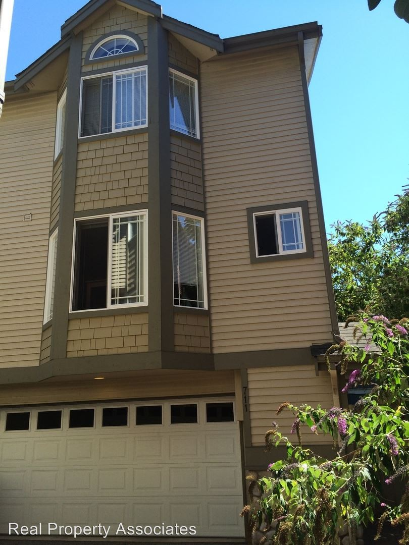 711 N 43rd St Seattle Wa 98103 3 Bedroom House For Rent