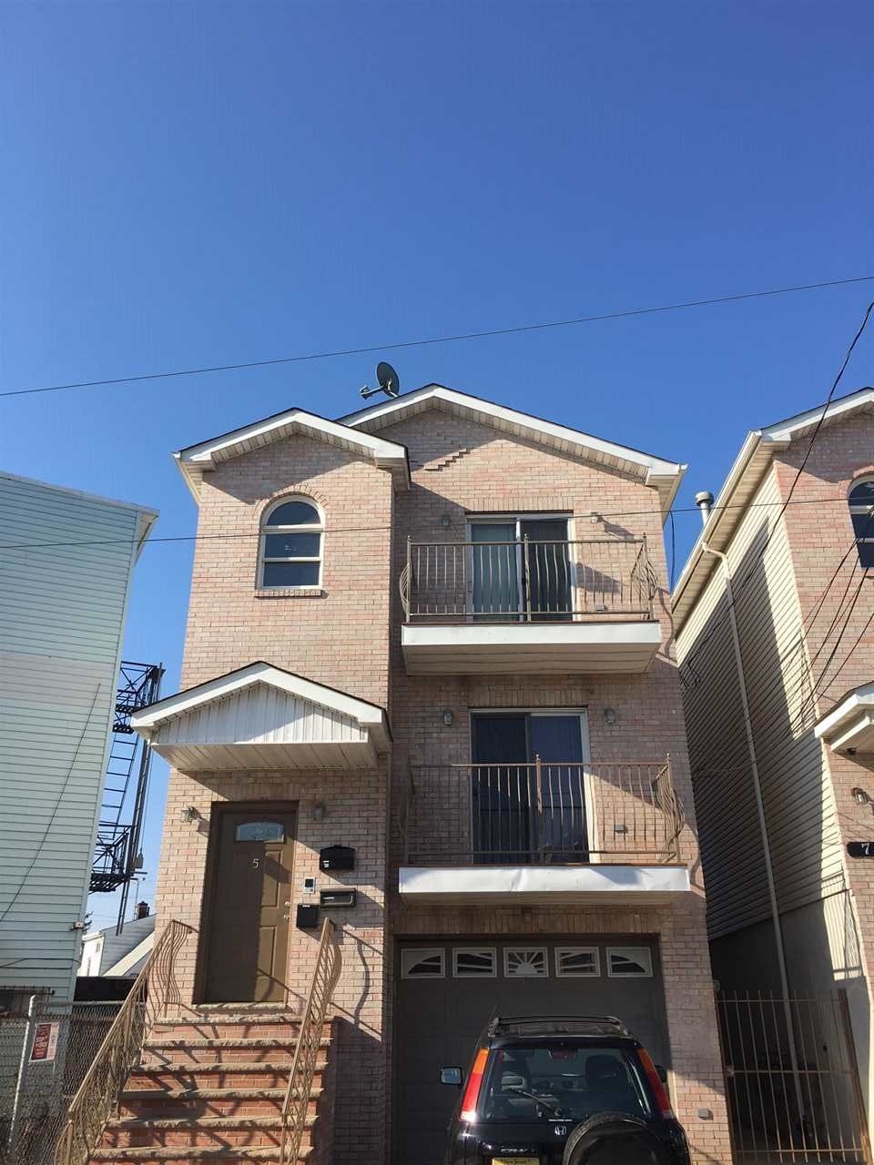 5 Long St 1 Jersey City Nj 07305 3 Bedroom Apartment For Rent For 1 500 Month Zumper