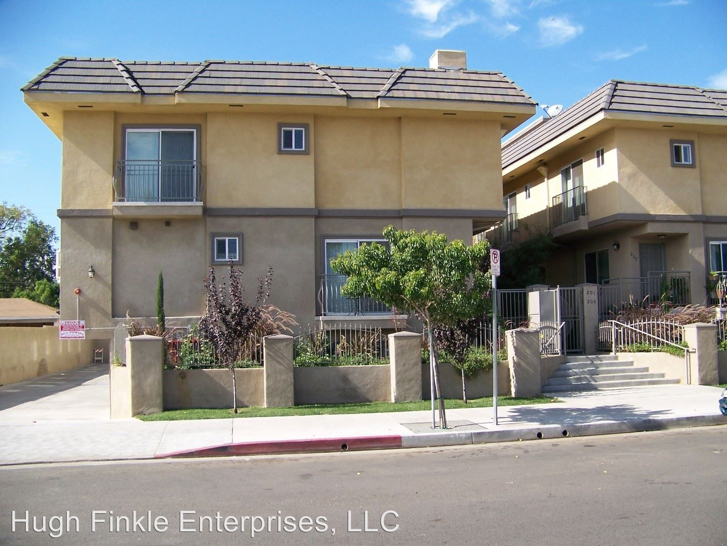 Delano St & Kester Ave Los Angeles CA 3 Bedroom Apartment for