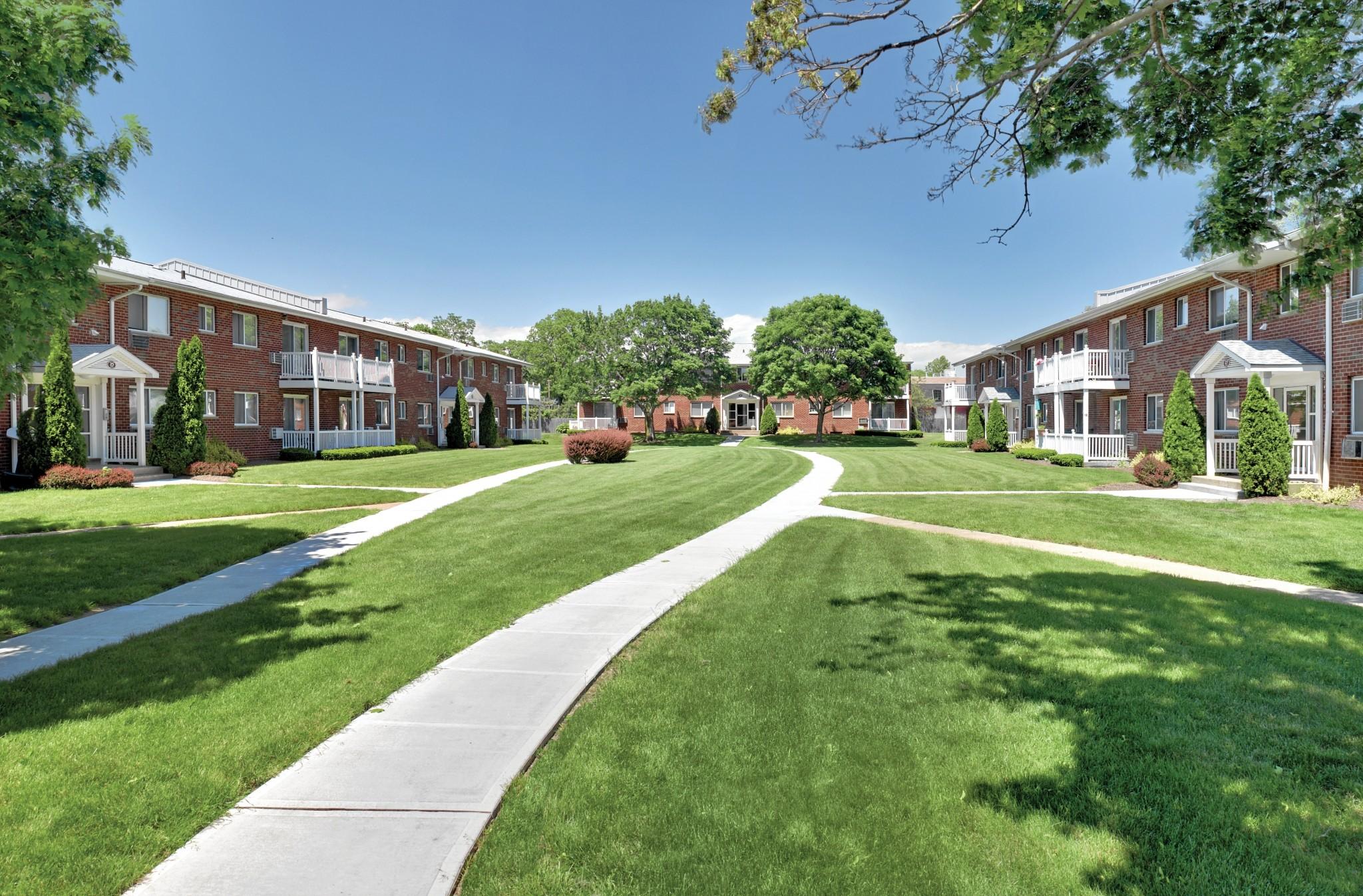 Lake Grove Apartments