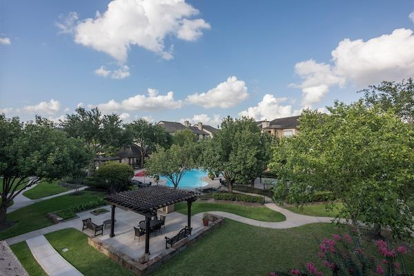 Stone Canyon, Houston - (see reviews, pics & AVAIL)