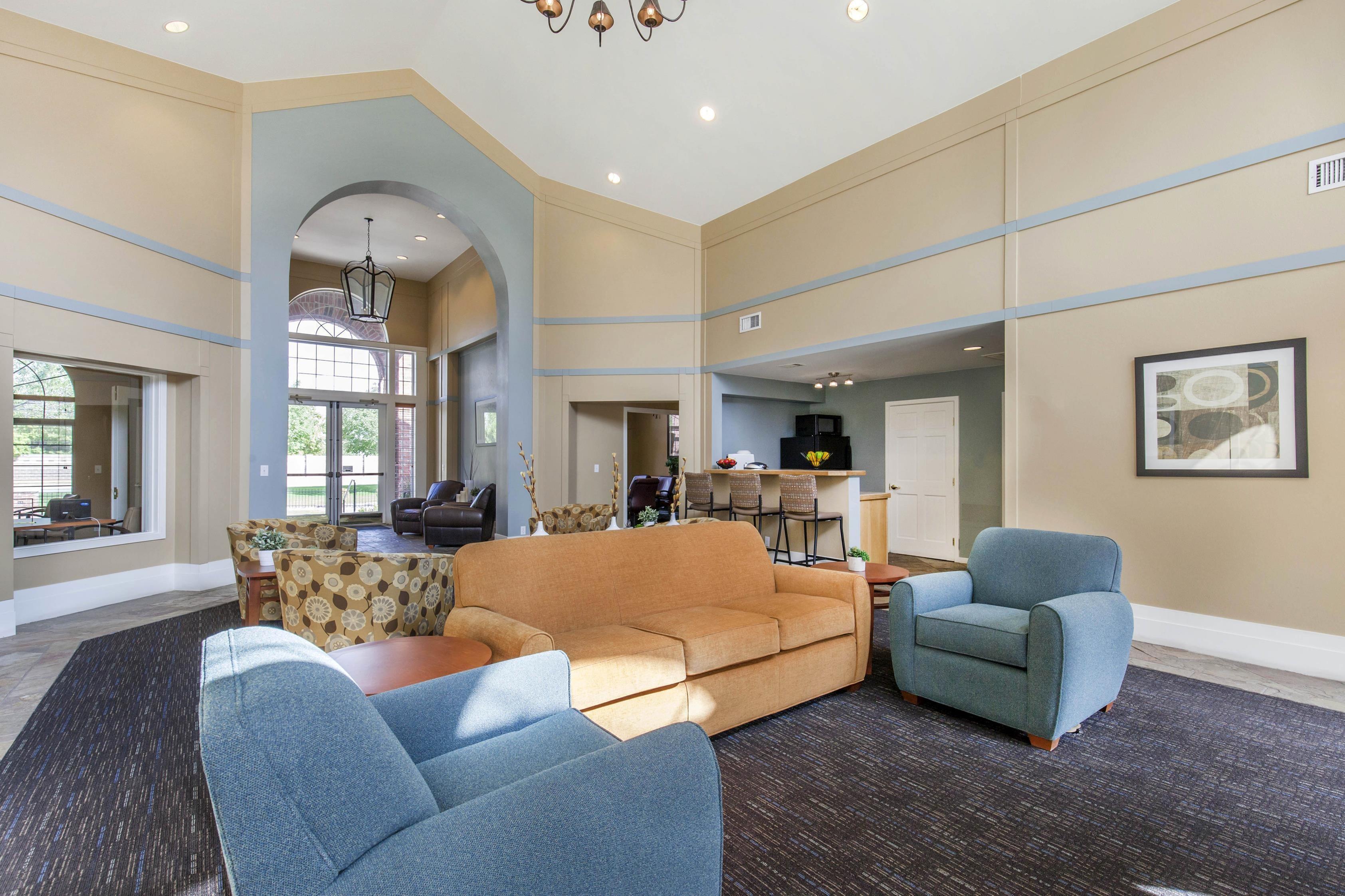 Copper Canyon Apartment Homes JIU | College Student Apartments