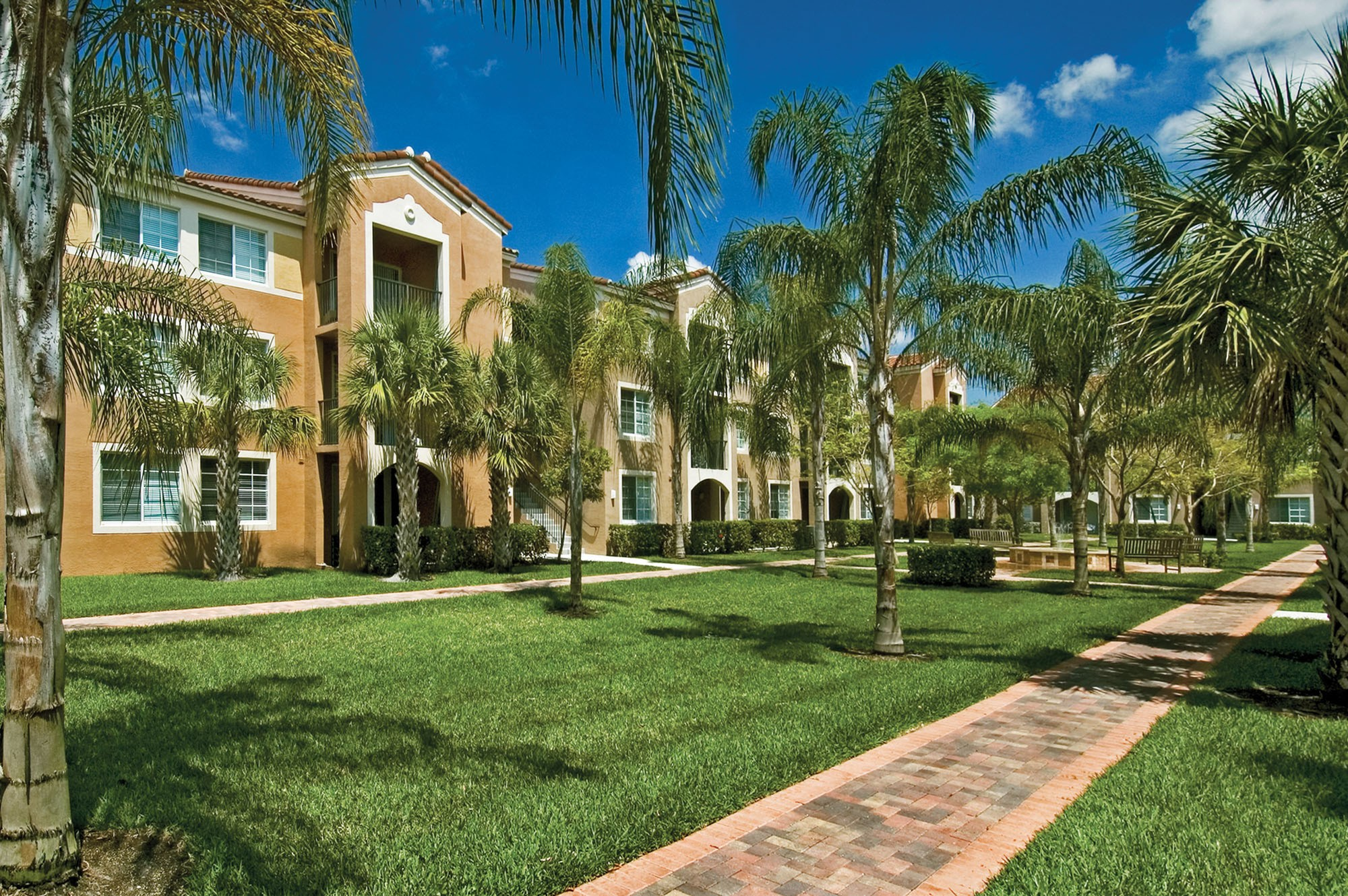 Miramar Lakes Apartments