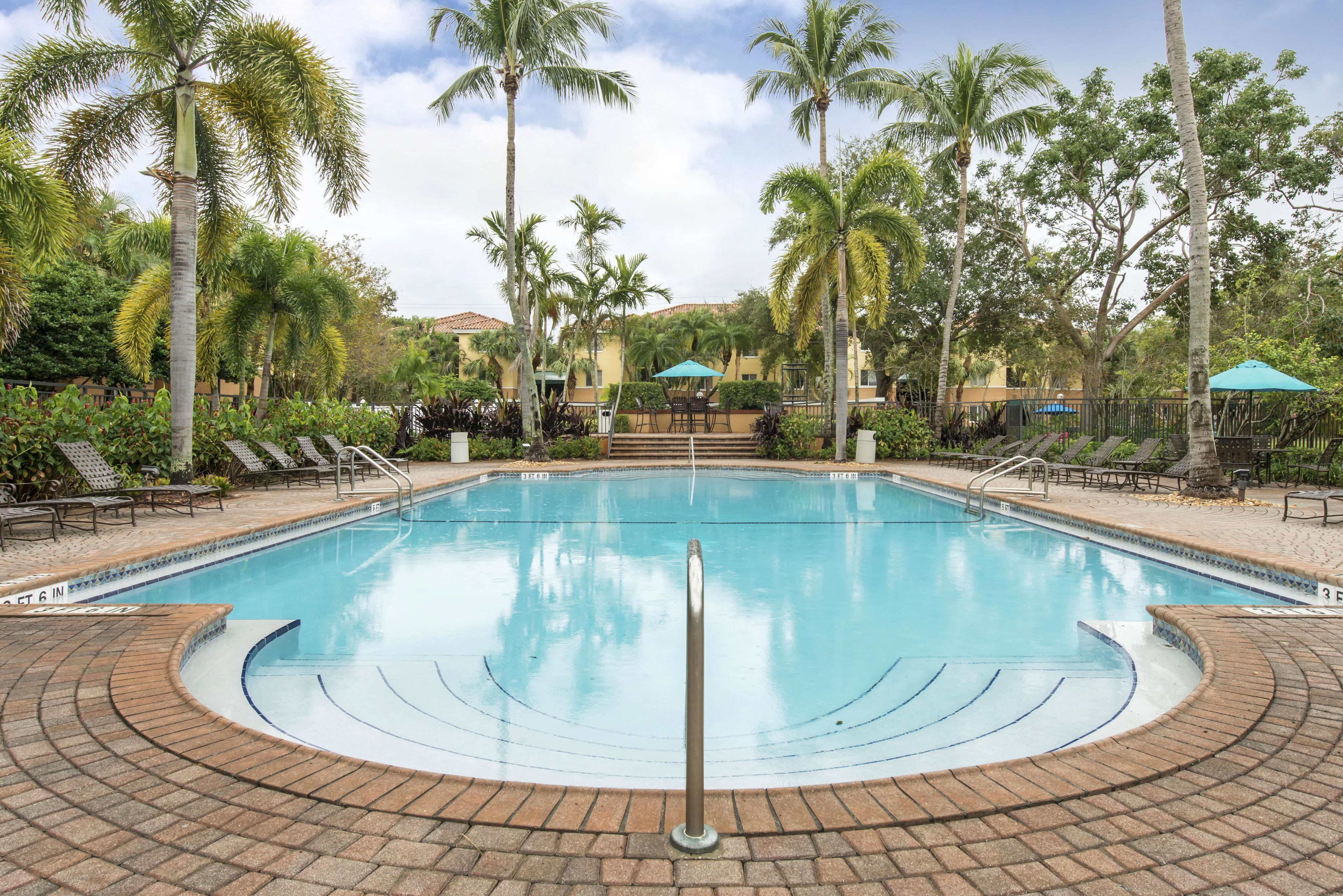 Coconut Palm Club Apartments