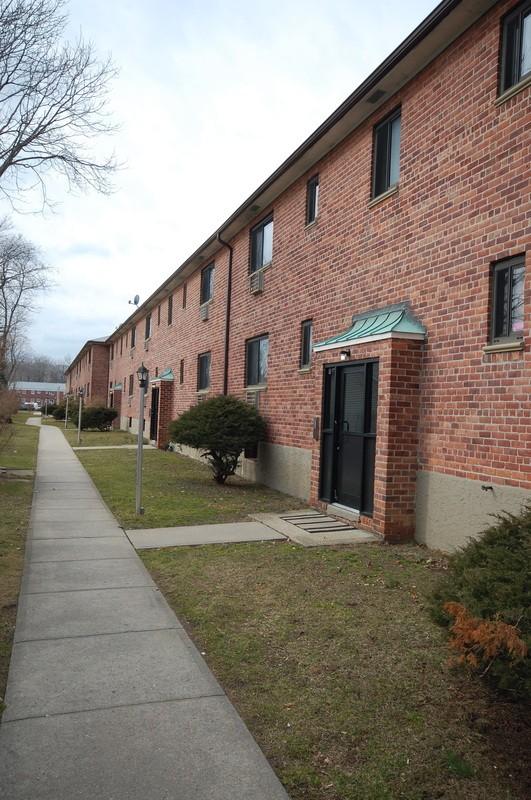 Royal Oaks Garden Apartments