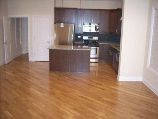 2334 North Greenview Avenue Chicago Il 60614 4 Bedroom Apartment For Rent For 4 400 Month