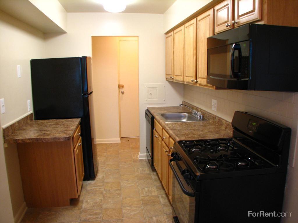 11235 Oak Leaf Dr Silver Spring Md 20901 1 Bedroom Apartment For Rent Padmapper