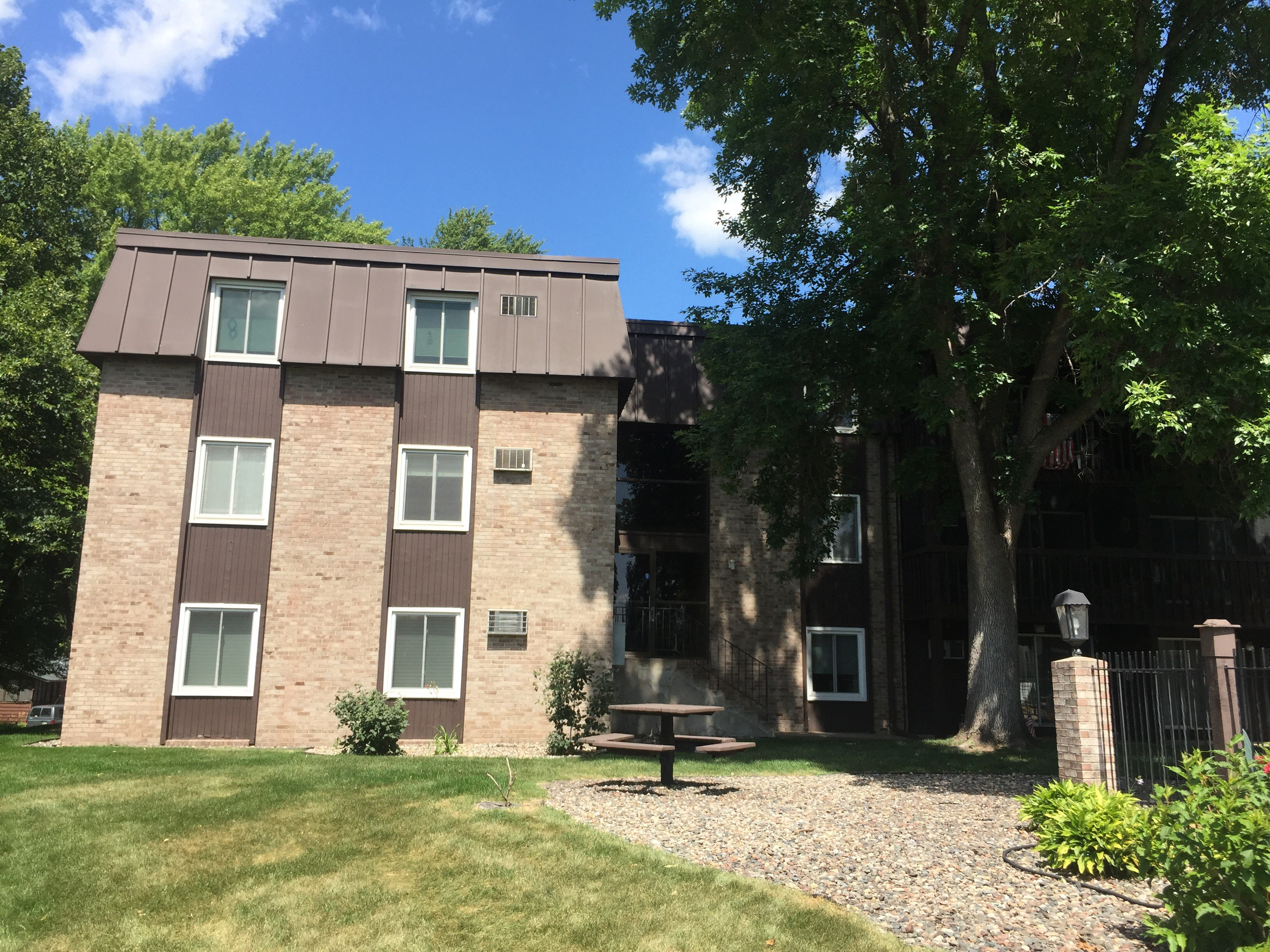 4207 Lakeside Ave N Minneapolis Mn 55429 3 Bedroom Apartment For Rent Padmapper