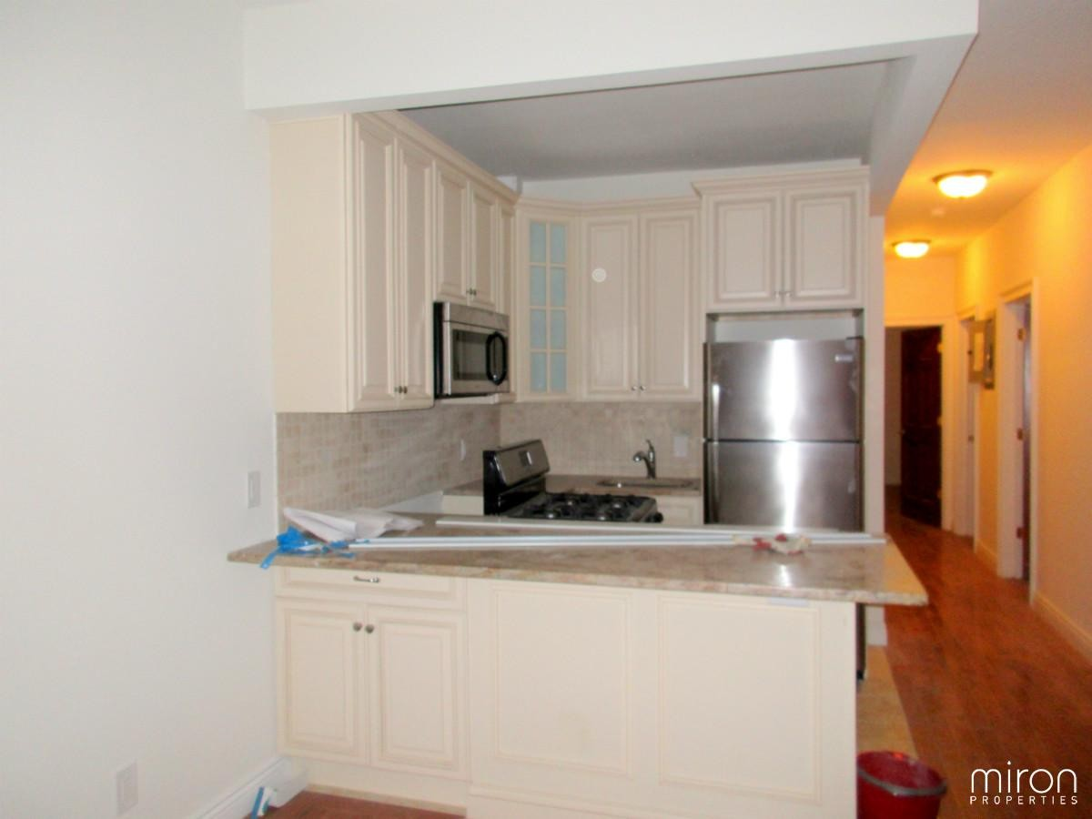 54 53 63rd Pl 1fl New York Ny 11378 3 Bedroom Apartment For Rent For 2 450 Month Zumper