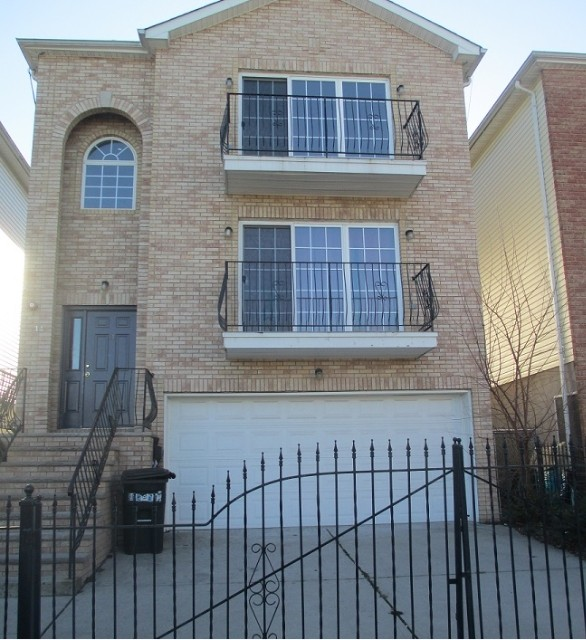 3 Bedrooms Apartment For Rent: 14 Seabury Ct #1, Newark, NJ 07104 3 Bedroom Apartment For