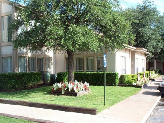 Vineyard Garden Apartments for Rent - 7530 Mockingbird Ln, San ...
