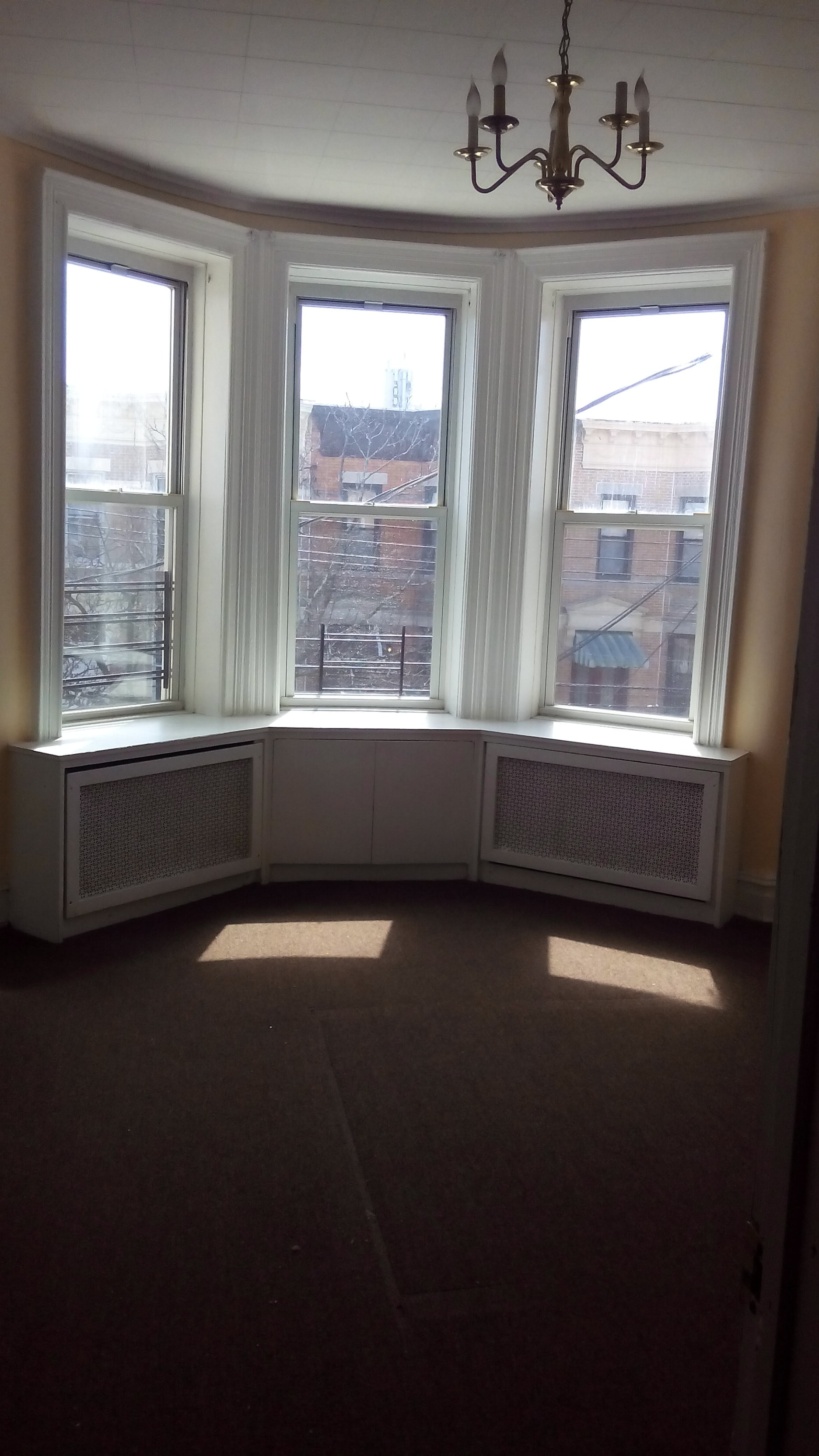 70th Avenue Near Fresh Pond Road New York Ny 11385 3 Bedroom Apartment For Rent For 1 950